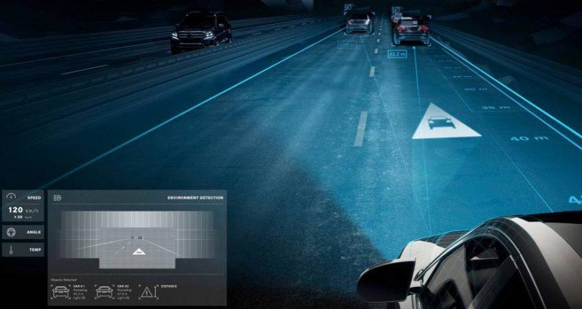 Mercedes estrena faros que proyectan sobre el asfalto