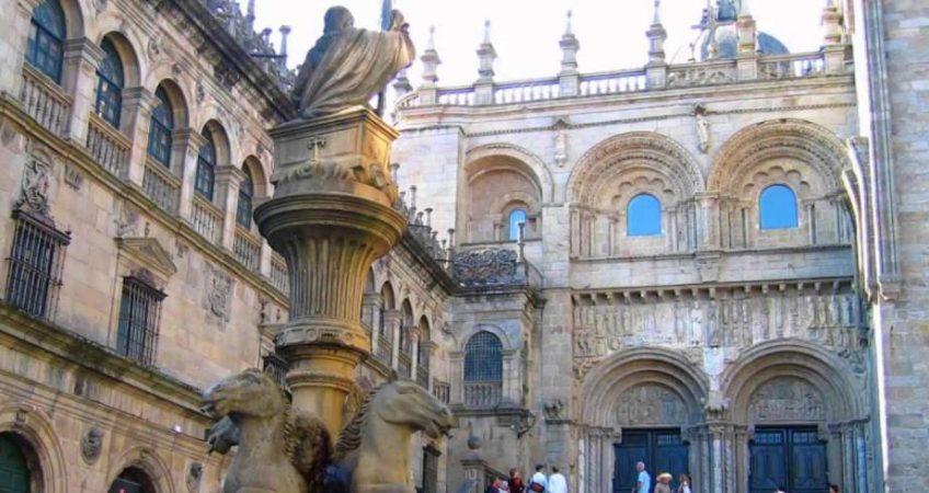 Hoy vamos a Santiago de Compostela.Si alguna vez te has planteado hacer el camino de Santiago, está claro que debes visitar Santiago de Compostela.