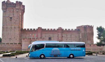 Medina del Campo con el autobús del Grupo Chapín