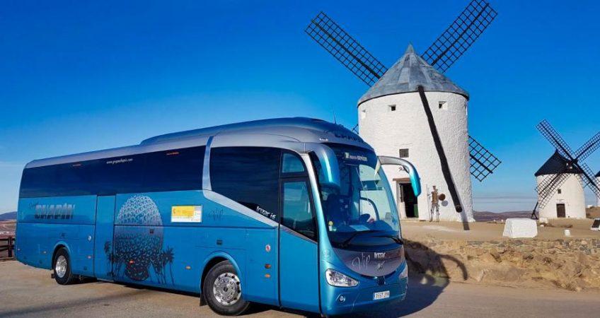 Viajamos por los molinos de Consuegra con el autobús del Grupo Chapín